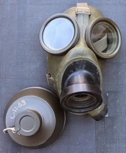 107  KL Gasmasker model K compleet in tas 1953 tot 1976