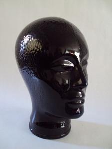 2566  Zwartglazen kop voor hoed, pruik of koptelefoon  +/-  25 cm